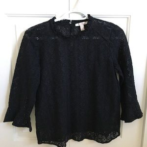 Lacy blouse with balloon sleeves